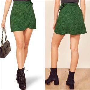 🆕 Reformation green black wrap skirt- size small